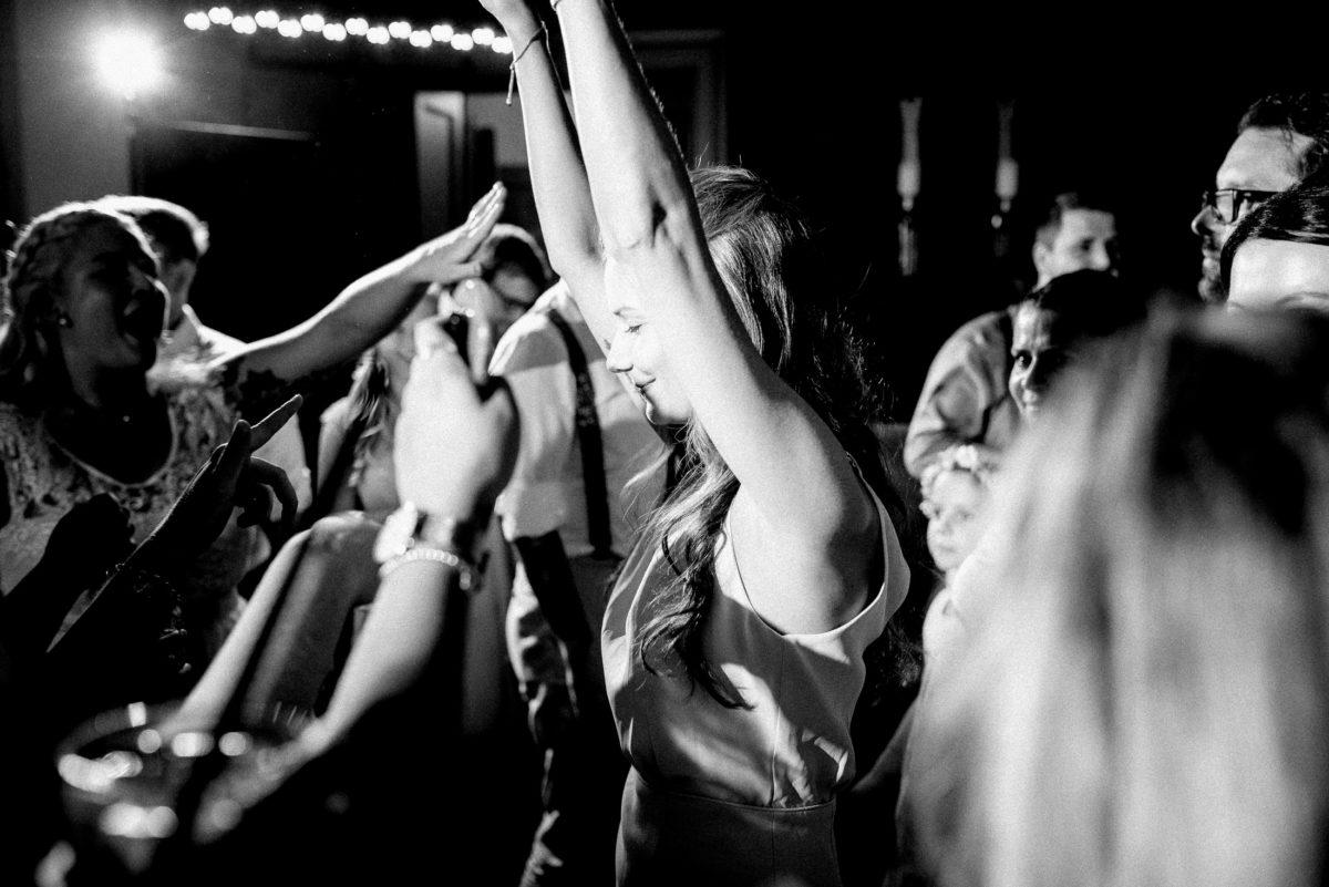 Feiern,Party,Hochzeitsgäste,Tanzfläsche,Hände hoch