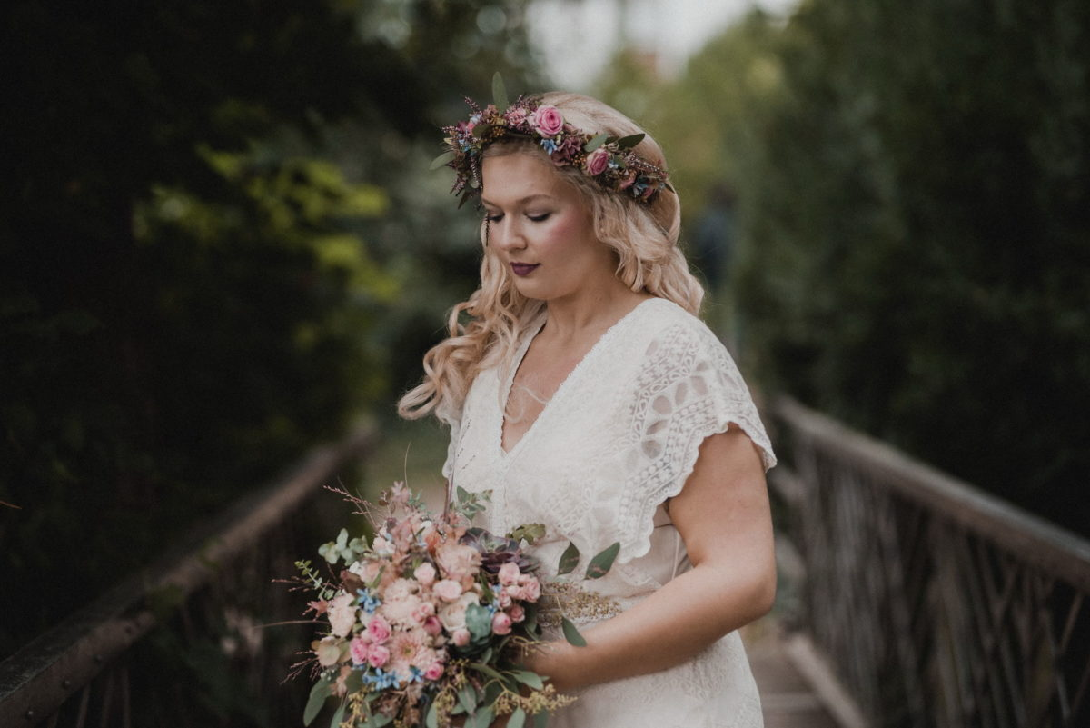 Brücke,Braut,Wedding,Brautstrauß,Bäume