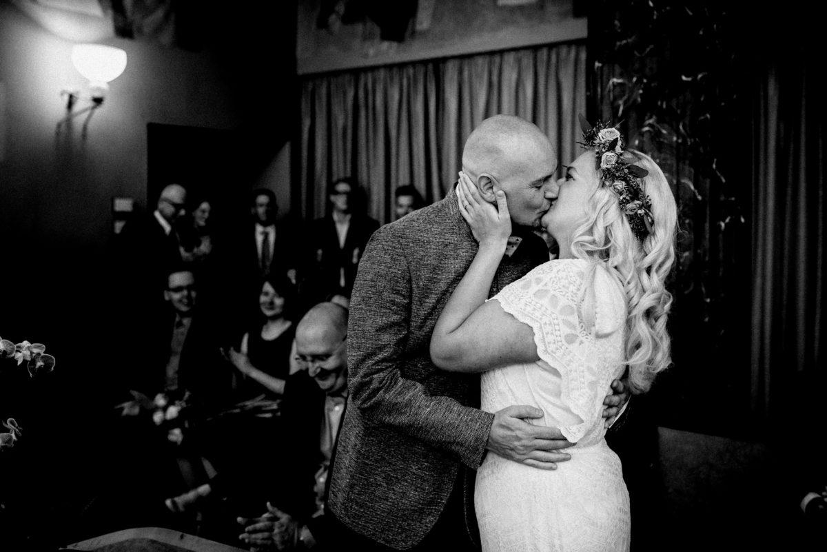 Kuss, Mann und Frau,Applaus