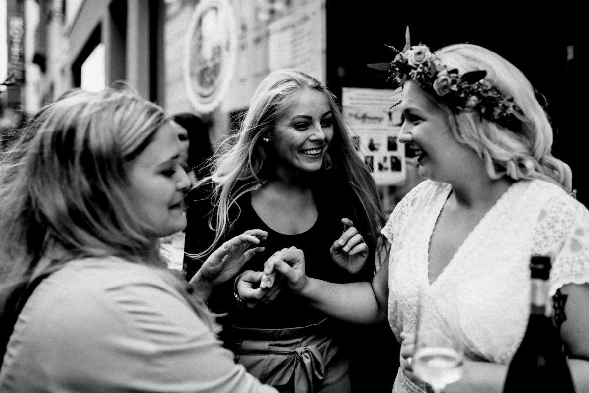 Sektempfang,Hochzeit,Gratulation,Freundinnen