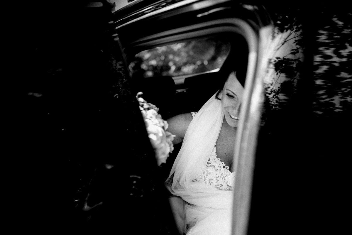 autotür,aussteigen,Braut,Schleier,schwarzes Auto,