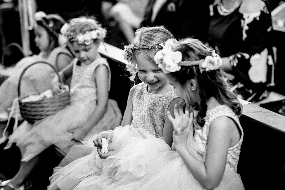 Mädchen,Kleider,lachen,Freude,Blumenkorb