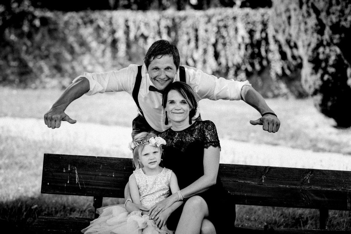 Familienfoto,Sitzbank,Kind,Mann,Frau,Daumen,
