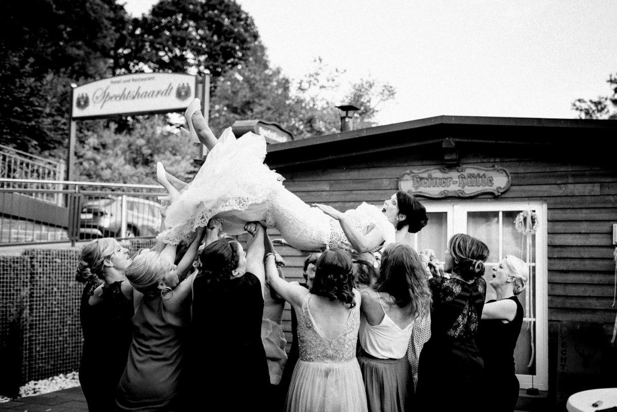Frauen,Braut hoch heben,Brautschuhe