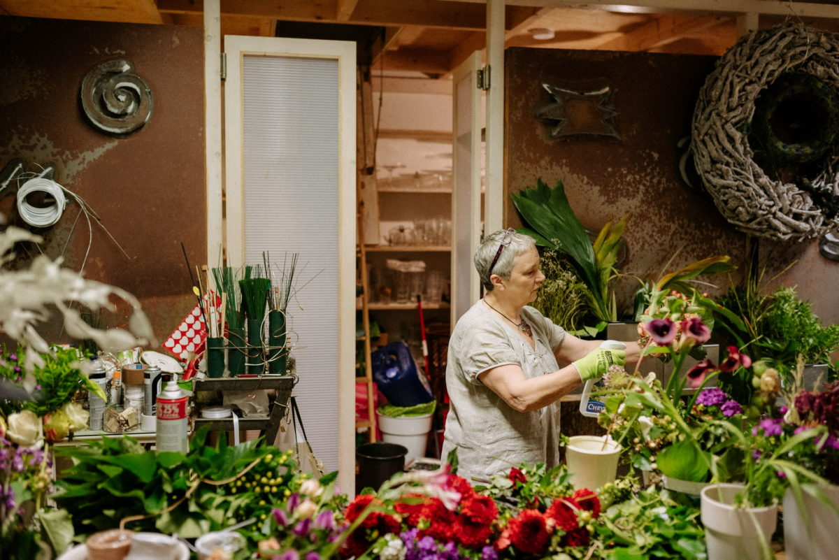 Floristin,Frau,Blumenstrauß,Kränze