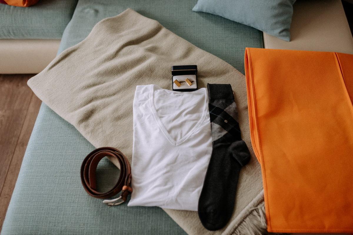 Socken,T-Shirt,Gürtel,manschettenknöpfe,Couch