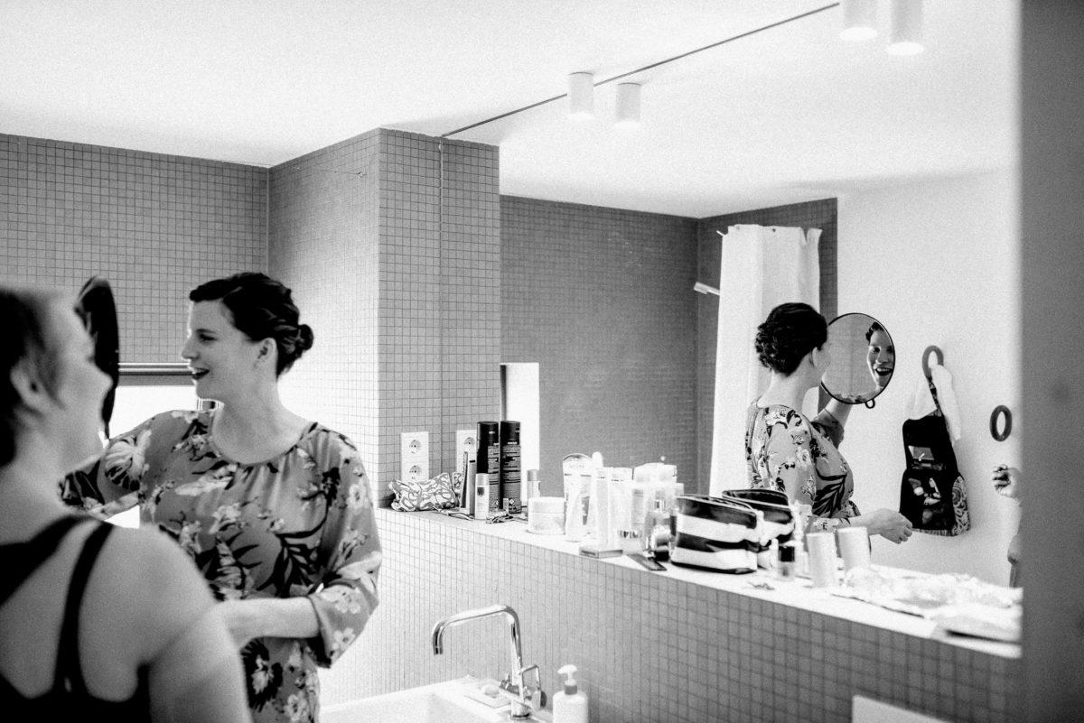 Badezimmer,Spiegel,Frisur,Handspiegel