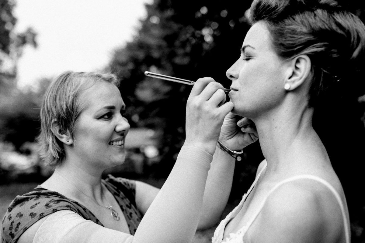 Christine Raab,Braut schminken,Lippenpinsel,Lippen,Ohrringe