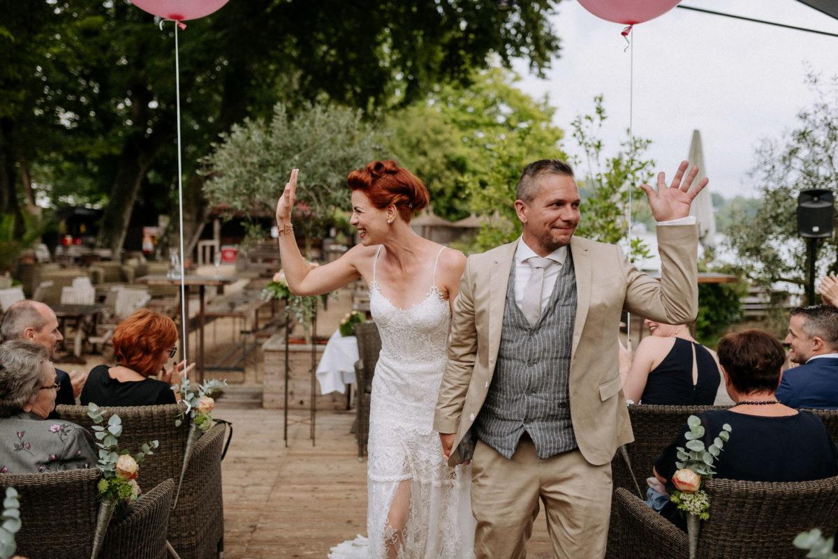 Brautpaar,winken,Luftballon,Gäste