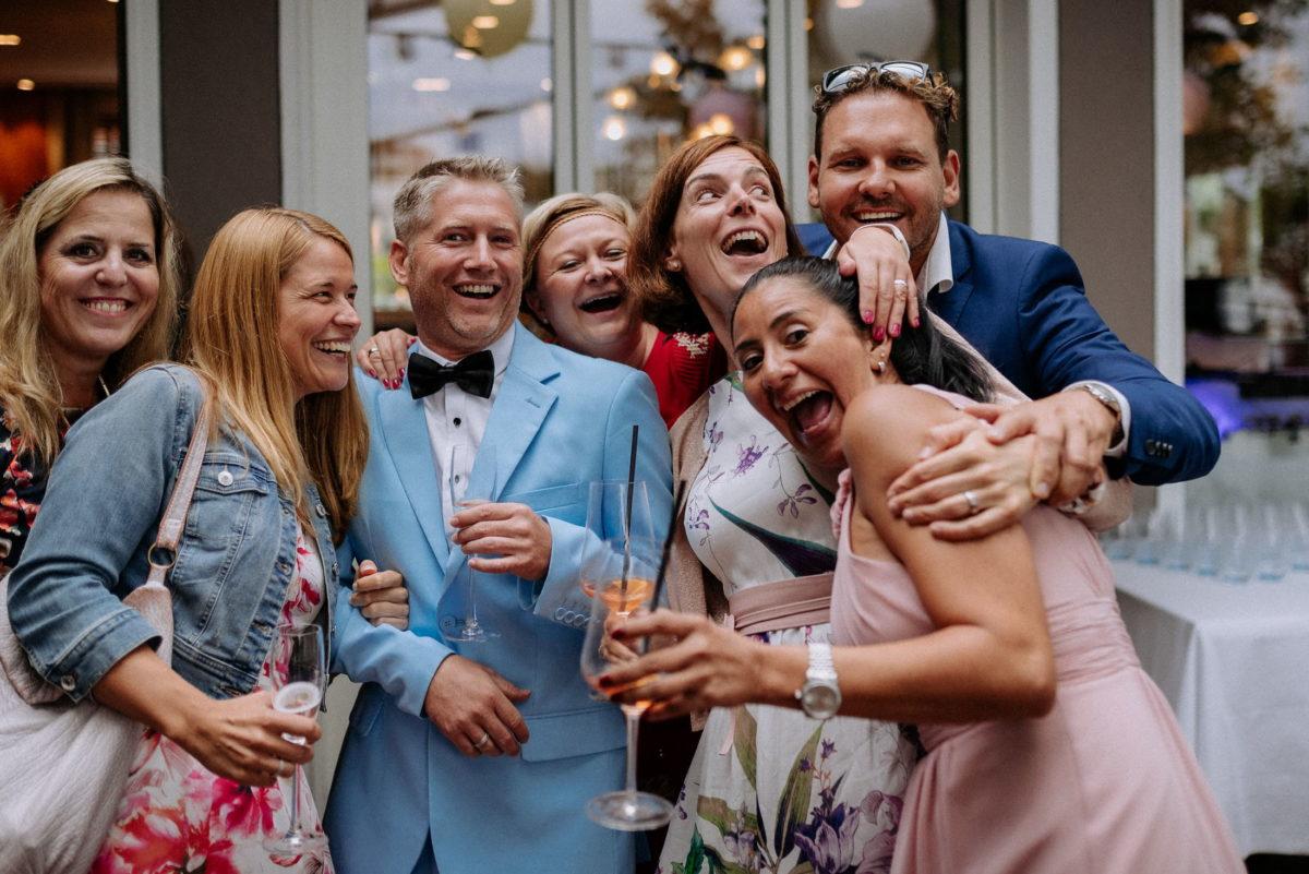 Gruppenfoto,Hochzeit,Feier,blauer Anzug,