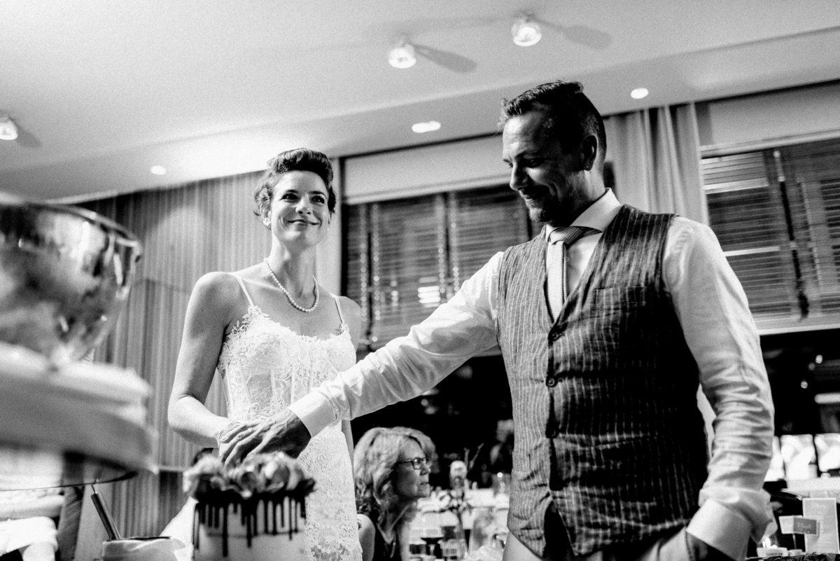 Hochzeitstorte,anschneiden,gemeinsam