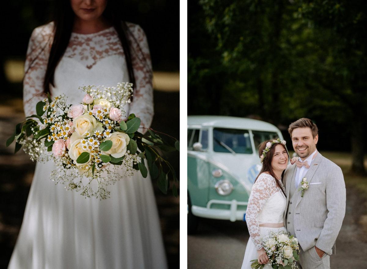 Brautstrauß, Braut, Brautkleid, Spitze, Blumen, Rosen, Lachen, Brautpaar, Bulli, VW, Hochzeit, heiraten