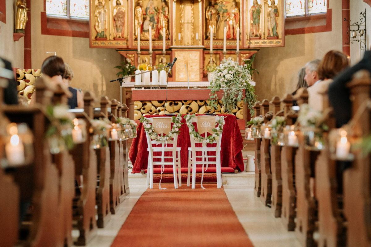 Kirche, Kirchenschiff, Stühle, Bänke, Mrs., Mr., Altar, Mikrofon, Kerzen, Gäste, Familie, Pfarrkirche Sankt Sebastian, St. Sebastian, Wenigumstadt