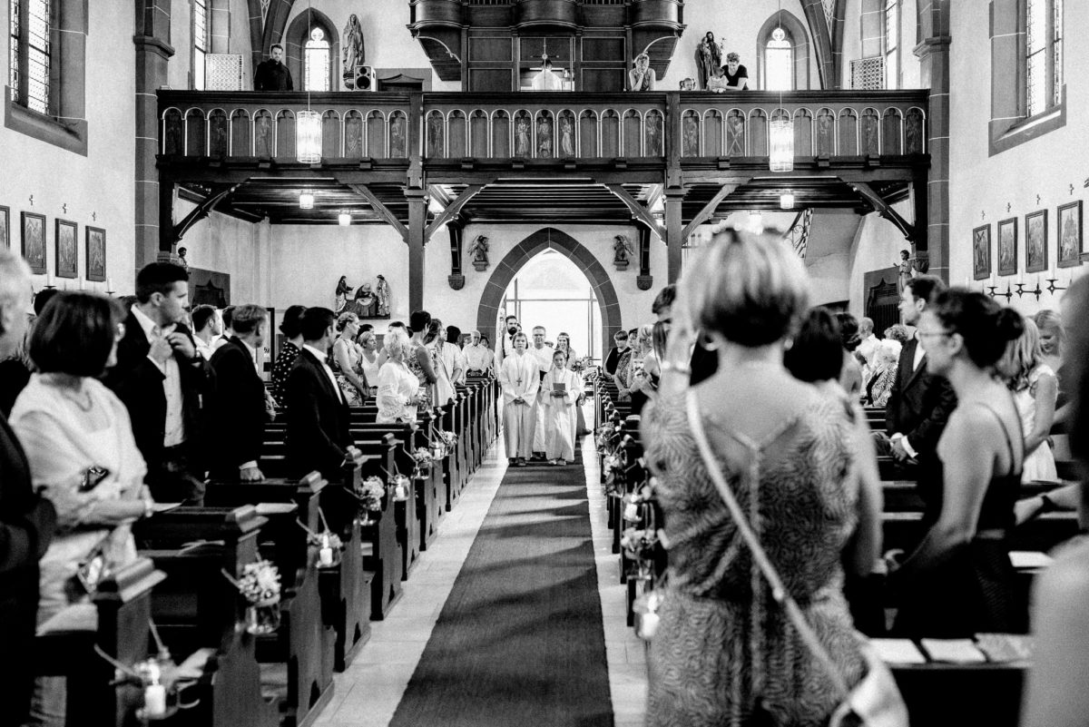 Prozession, Kirchenschiff, Orgel, Galerie, Balkon, Gäste, Blick, Blumenschmuck, Ministranten, Pfarrer, Pfarrkirche Sankt Sebastian, St. Sebastian, Wenigumstadt