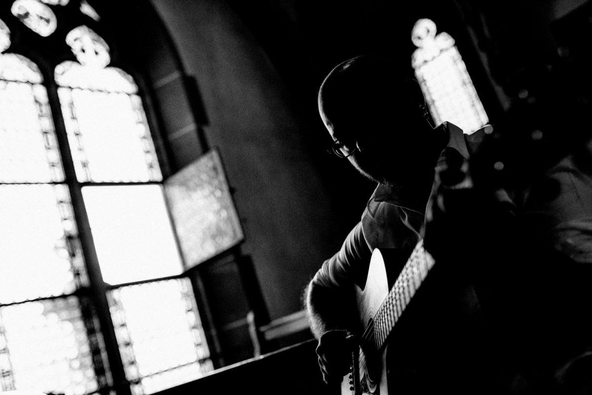 Gitarre, Fenster, Kirchenfenster, schwarzweiß