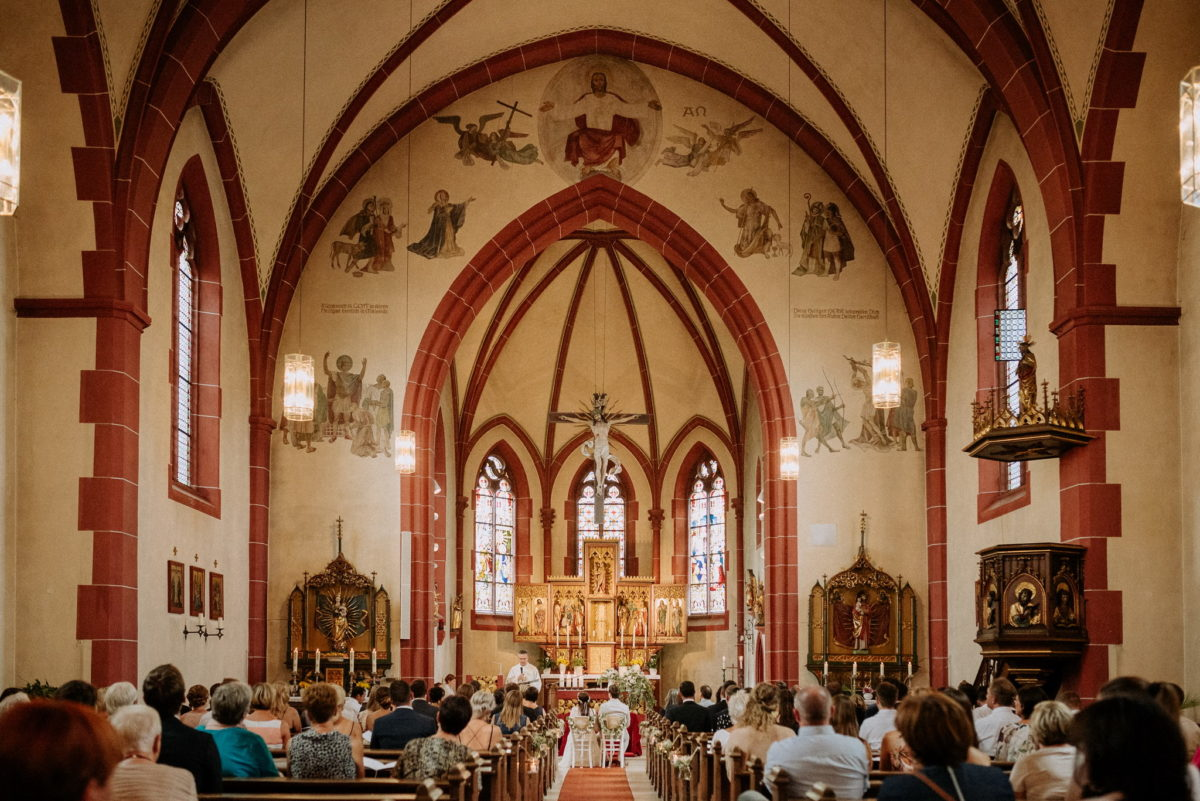 Kirchenschiff, Trauung, Zeremonie, Kreuz, bunt, Pfarrkirche Sankt Sebastian, Kirche, St. Sebastian, Wenigumstadt