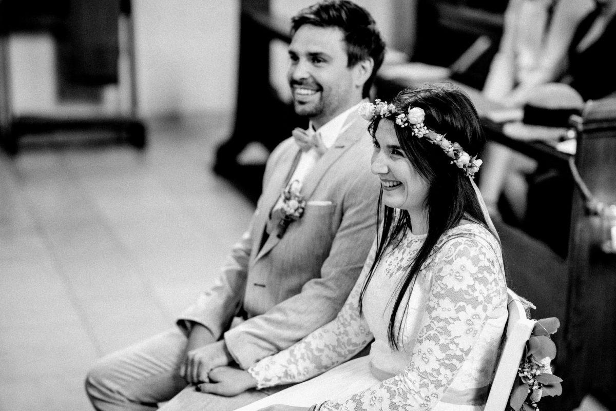 Brautpaar, Mann, Frau, Kleid, Spitze, Brautkleid, Anzug, Ansteckblume, Blumenkranz, Hochzeit, heiraten