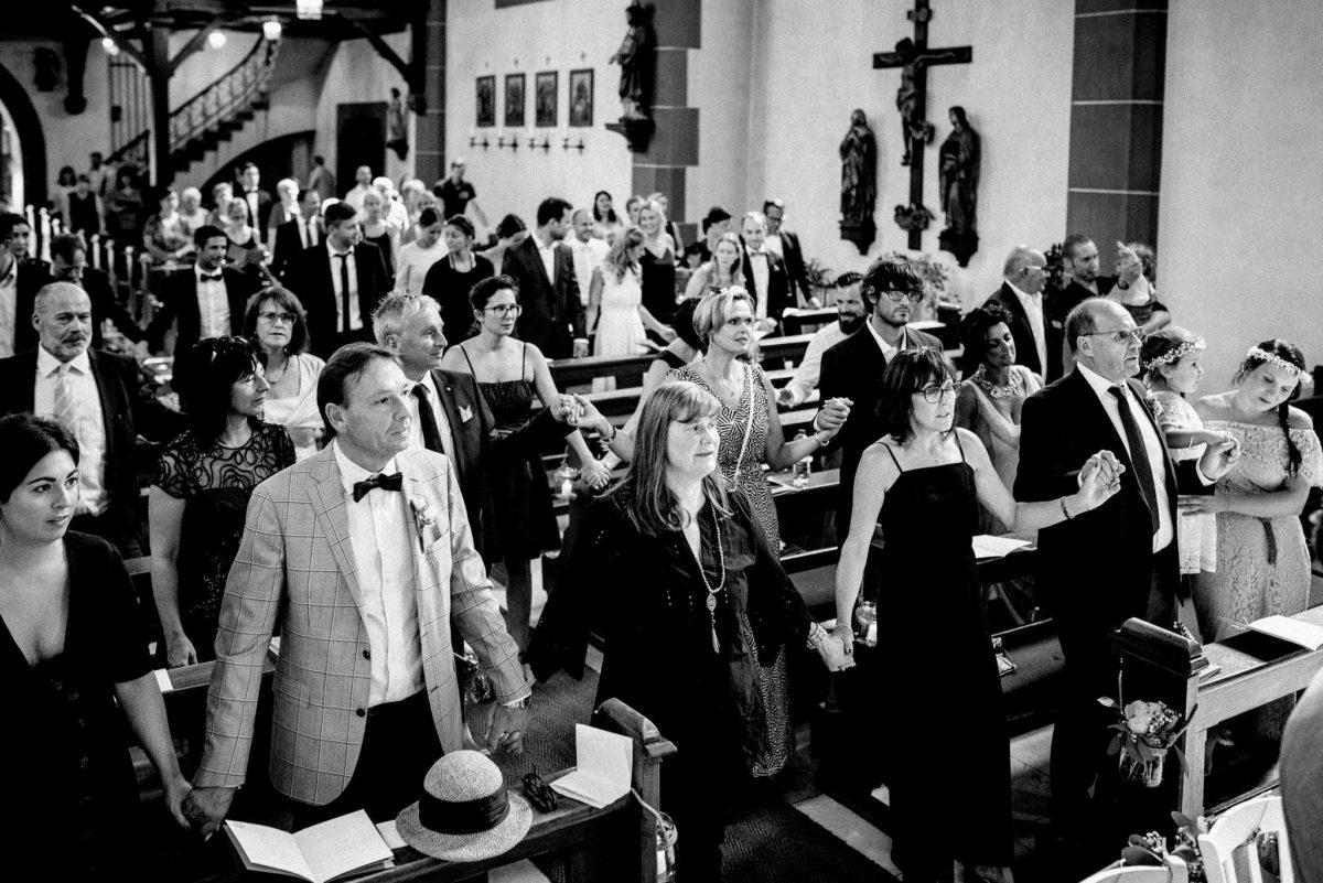 Handinhand, Hut, Gäste, stehen, Kreuz, Treppe, Kerzen, Kirche, Pfarrkirche Sankt Sebastian, St. Sebastian, Wenigumstadt