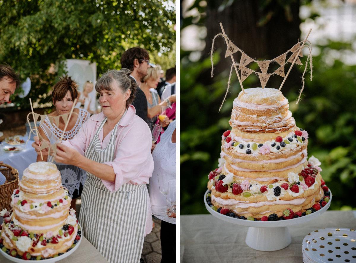 Hochzeitstorte, Kuchen, Schürze ,Pony, Himbeeren, Brombeeren, Erdbeeren, Sahne