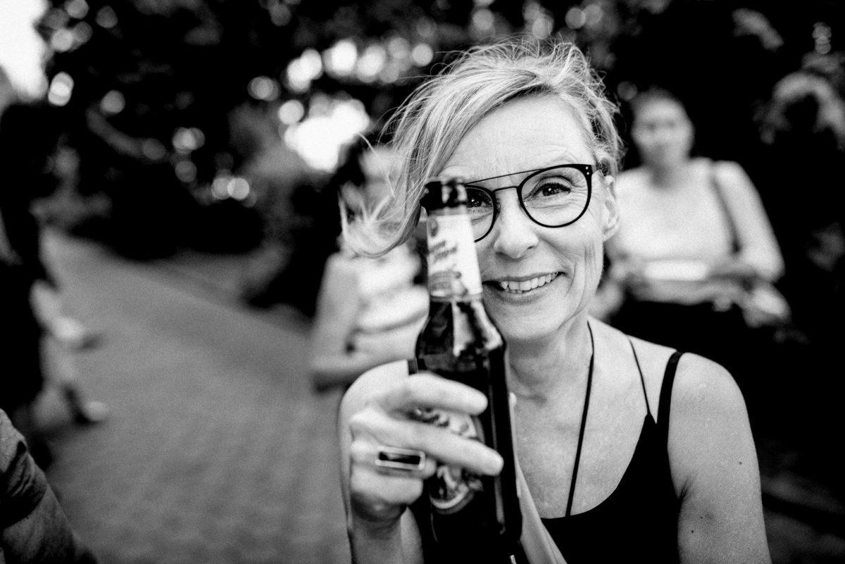 Prost, Bierflasche, Trinken, Brille, Lachen, Ring