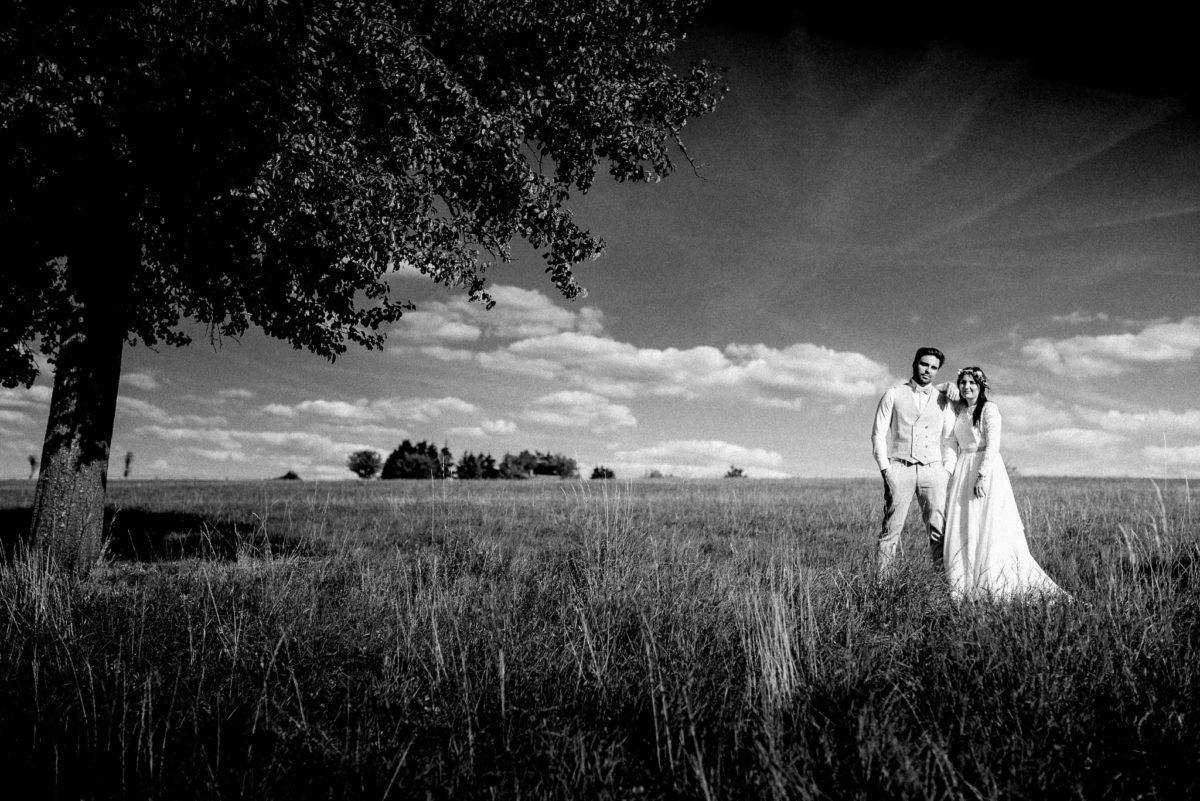 Ehepaar, Mann, Frau, Baum, Blätter, Baumgruppe, Feld, Wolken, Hochzeit, heiraten