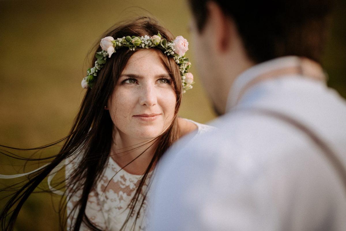 Blick, Tiefe, lange Haare, Blumen, Kranz, Spitze, Wind, Sommersprossen