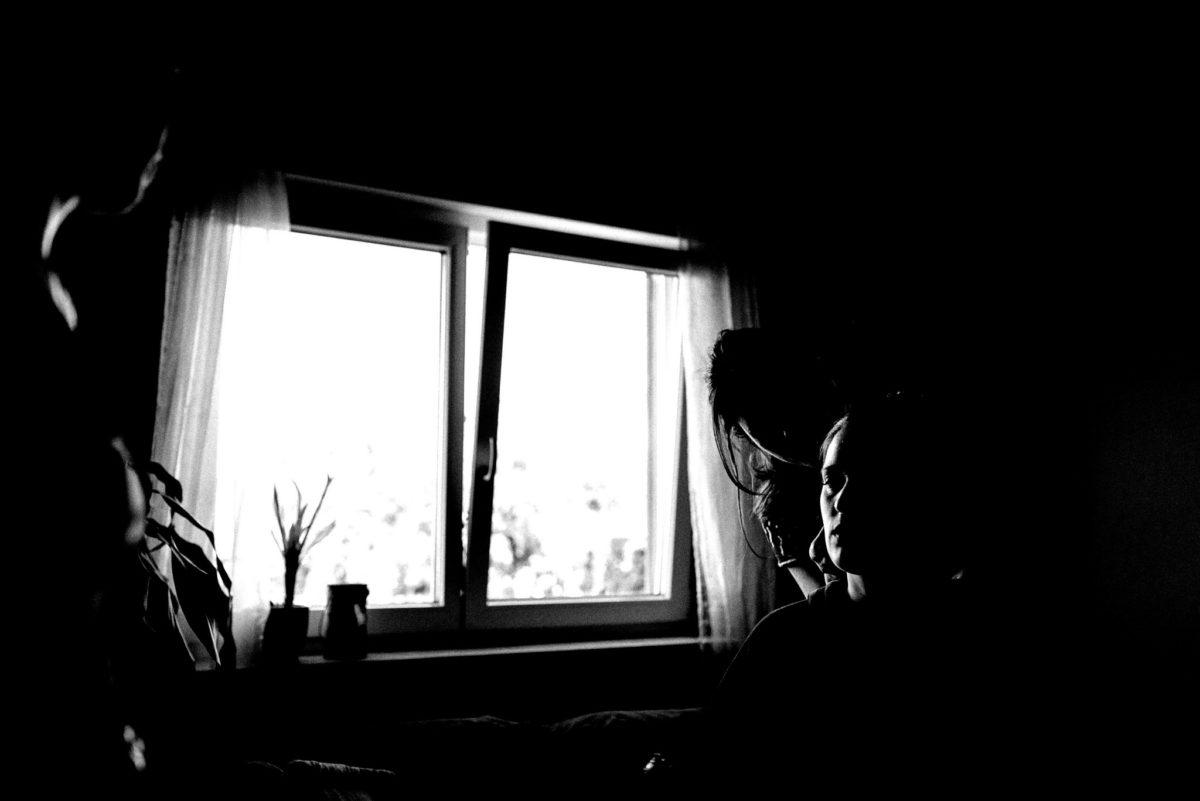 Fenster, Braut, Frauen, Frisur, Pflanze, schwarzweiß