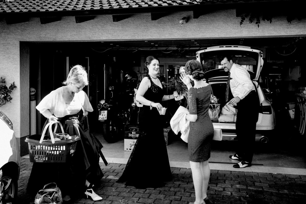 Brautkleid, Lachen, Auto, schwarz, Korb, Schuhe