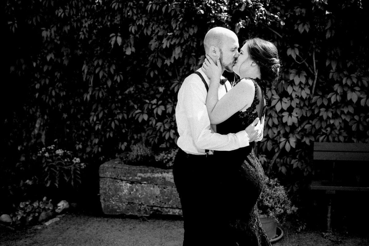 Hochzeit, Brautpaar, Kuss, küssen, Liebe