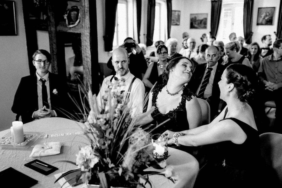 Spaß, Brautpaar, Trauzeugen, Kerze, Tisch, Ringe, Gäste, Hofgut Hechler, Alsbach-Hähnlein