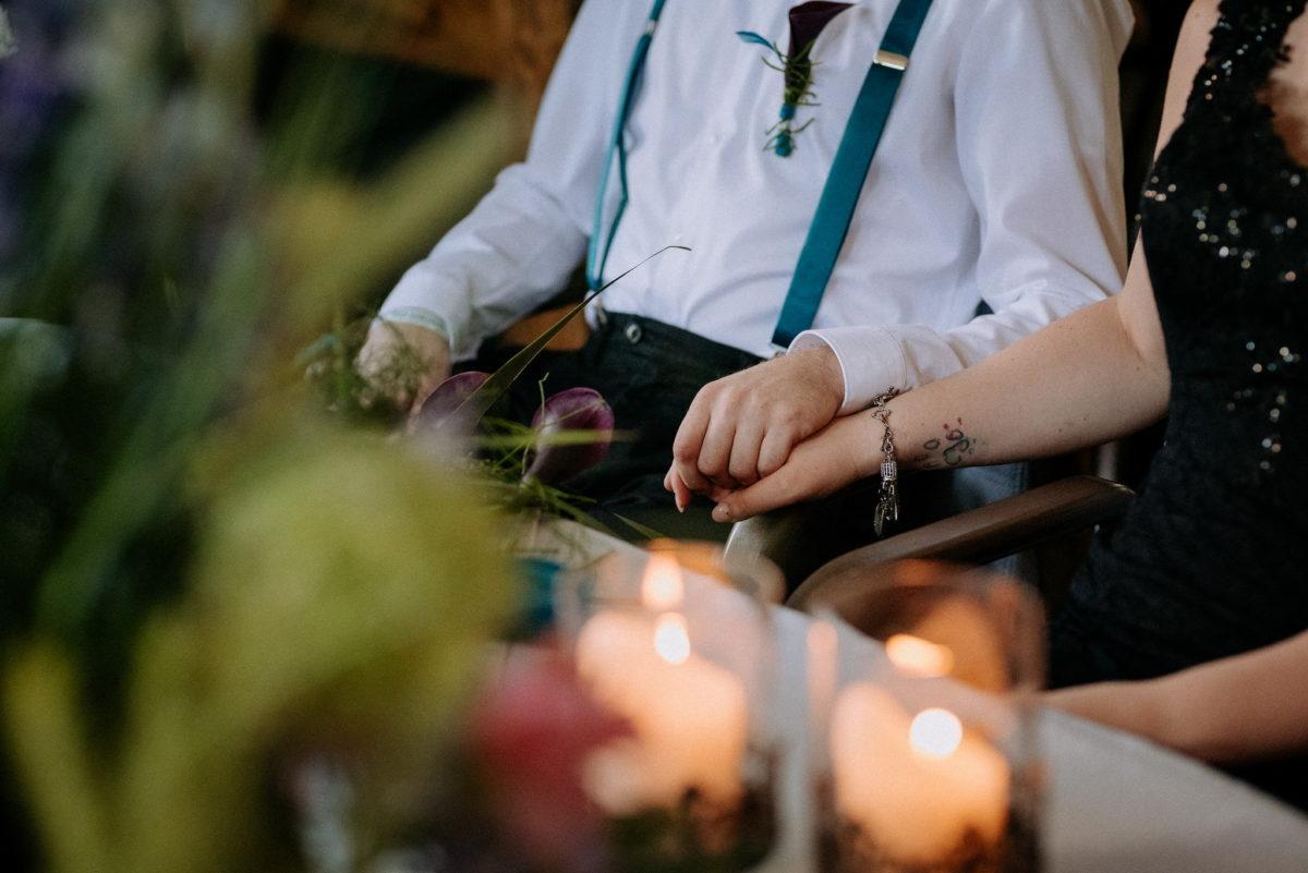 Hände, Händchenhalten, Liebe, Kerzen, Hosenträger, Brautpaar, Hochzeit