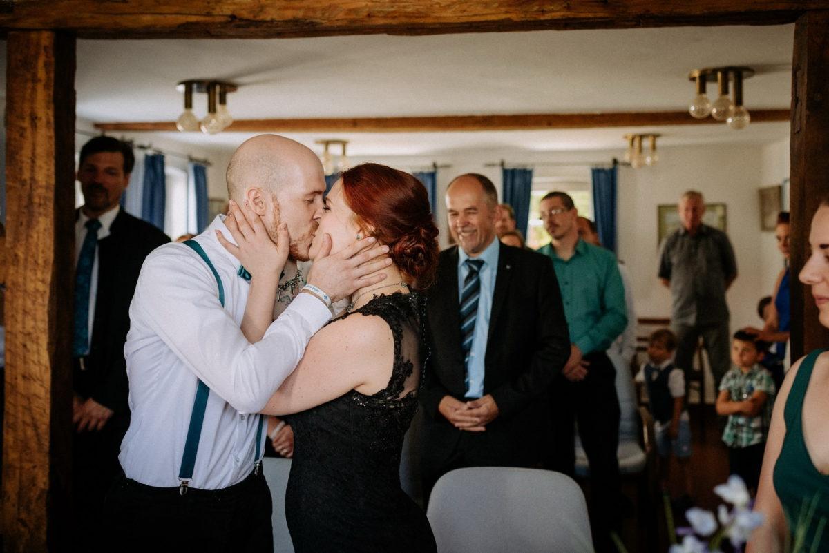 Kuss, Brautpaar, Hochzeit, rote Haare, Mann, Frau