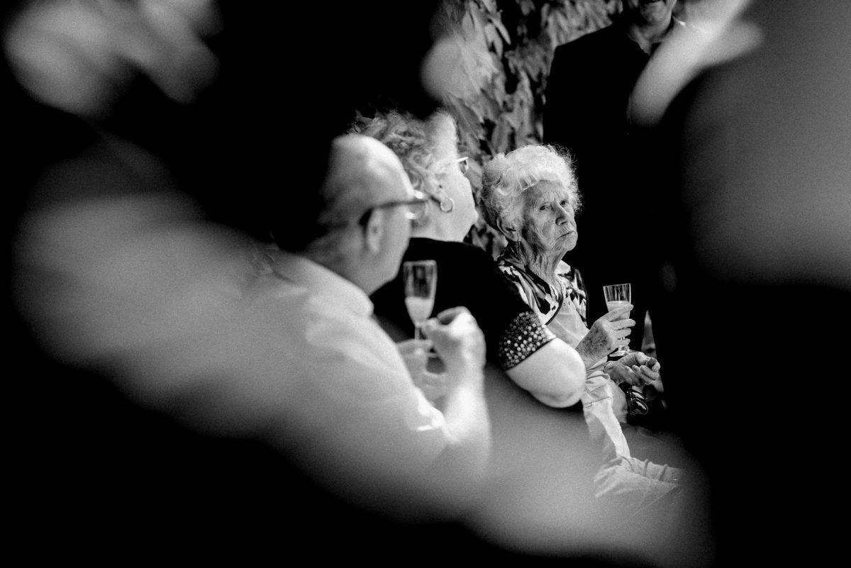 Hochzeit, heiraten, Sektempfang, Oma