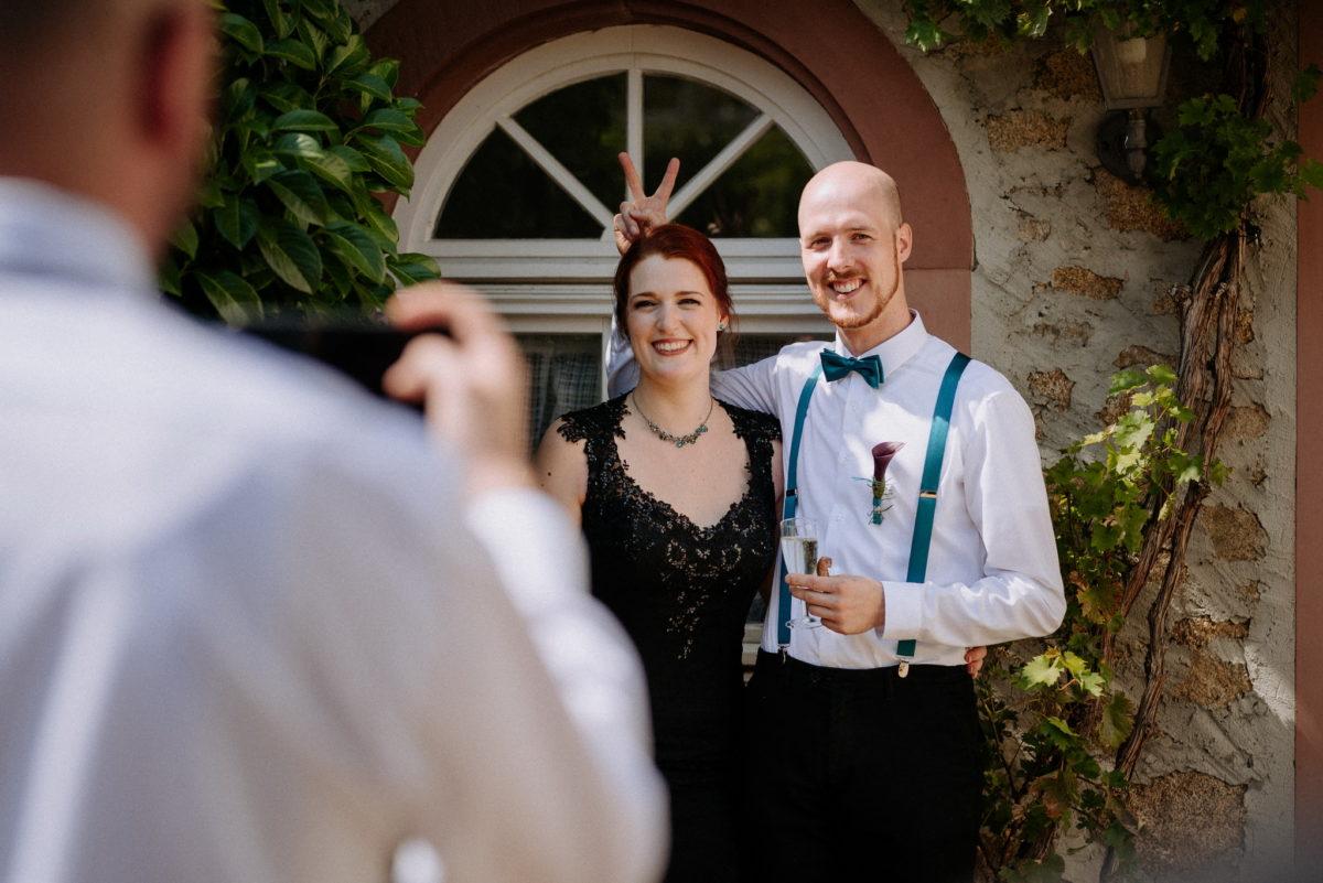 Spaß, Hochzeit, Alsbach-Hähnlein, Hofgut Hechler, Hochzeitsfotografie, Brautpaar