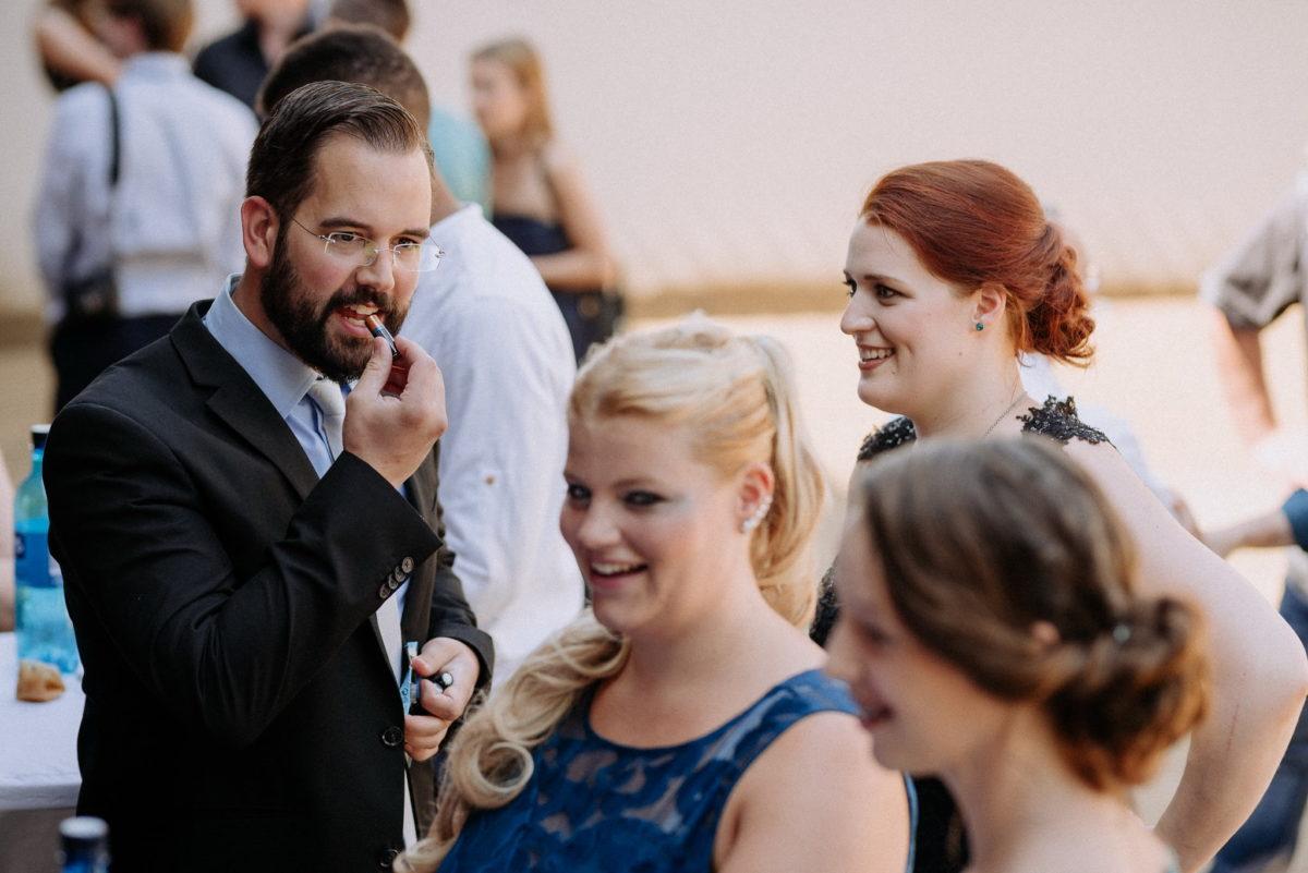Braut, rote Haare, Lächeln, Standesamt, Sektempfang, Hofgut Hechler, Alsbach-Hähnlein