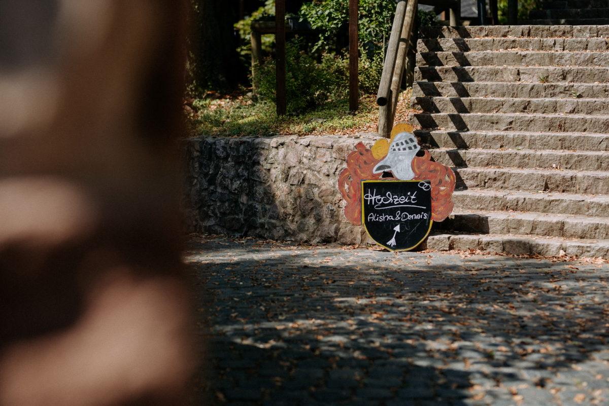 Hochzeit, Schild, Treppe, Hof, Schloss Auerbach, Bensheim, Darmstadt, Hochzeitslocation, Feierlocation