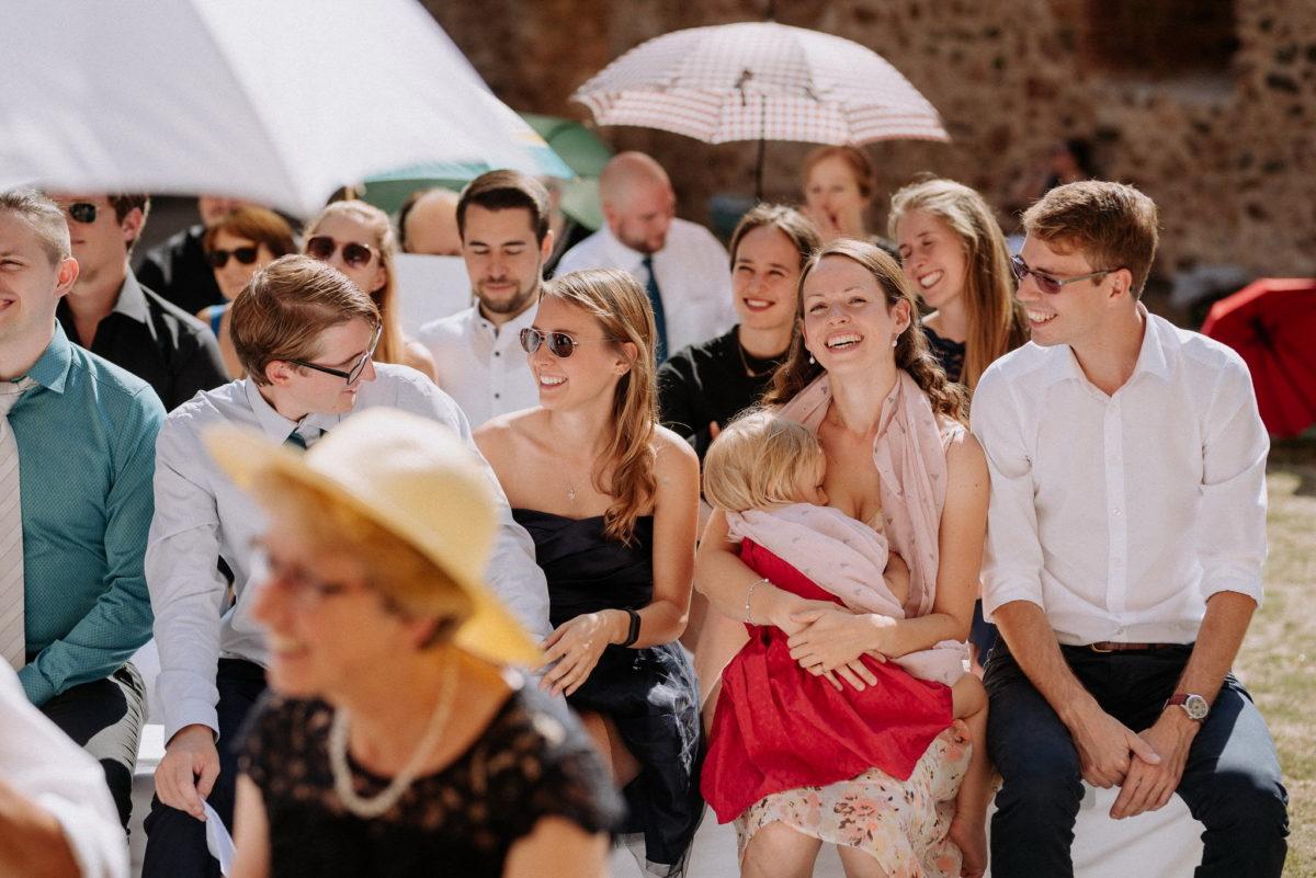 Gäste, Sonne, Kind, Sonnenschirm, Hochzeit, Hochzeitsfotografie