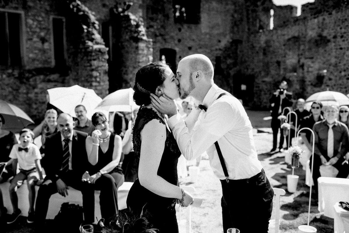 Brautpaar, Hochzeit, heiraten, Kuss, Hochzeitsfotografie, Schloss Auerbach, Bensheim, Darmstadt