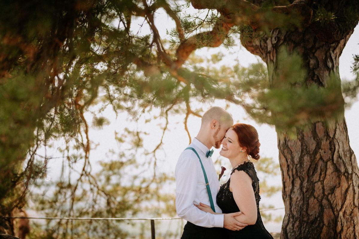 Brautpaar, schwarzes Kleid, rote Haare, Liebe, Lächeln, Hochzeit