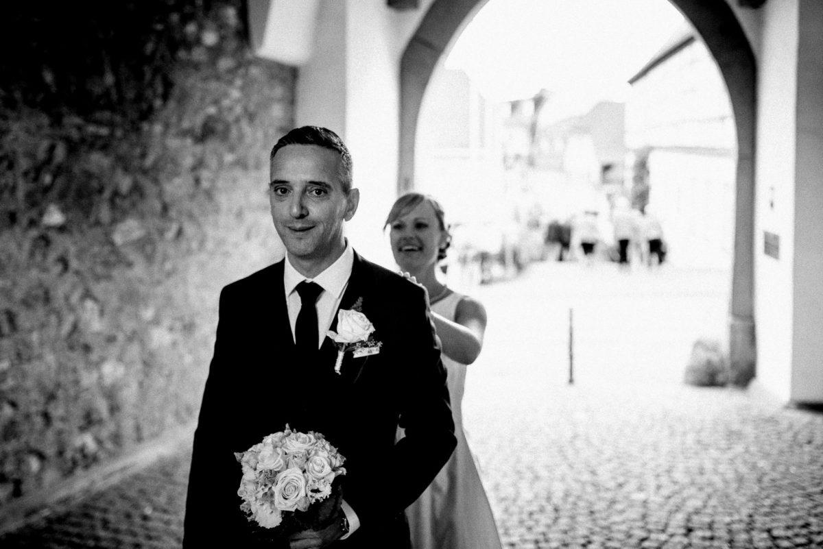 Hochzeit, heiraten, Brautpaar, Freude, Lachen, Brautstrauß