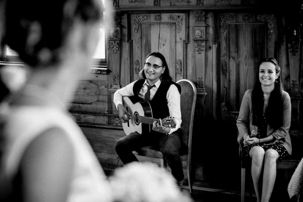 Trauung, Braut, Musik, Gitarre, Mann, Frau, Hochzeitsfotografie