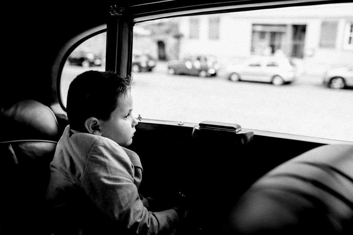 Mercedes Benz, Oldtimer, Junge, Anzug, heiraten, Hochzeitsfotograf