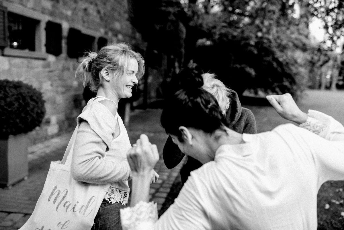 Trauzeugen, Bridemaid, Getting Ready, Hofgut von Hünersdorff, Wörth Main, Feiern, Freude, Hochzeitsfotograf Aschaffenburg