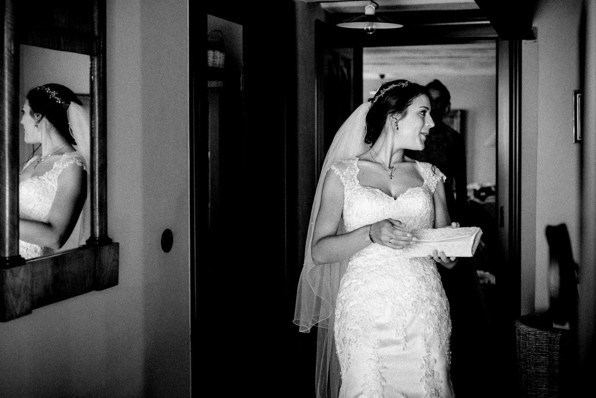 Check Up, Braut, Aufgeregt, letzter Blick Spiegel, First Look, Hochzeit