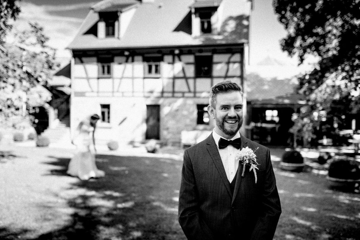 Bräutigam, First Look, Aufgeregt, ungestellte Hochzeitsfotografie, Hofgut Hünersdorff, Wörth Main