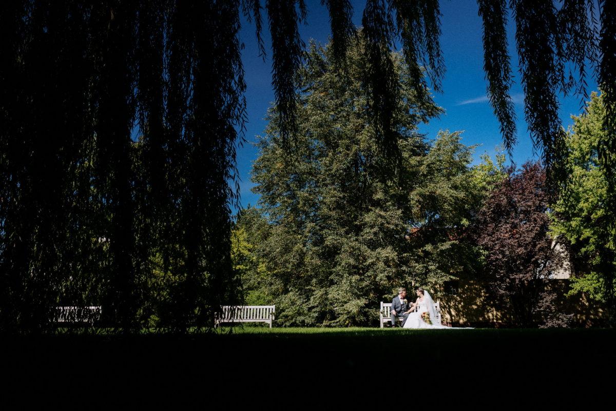 Brautpaar, Epische Hochzeitsfotos, riesen Garten, Hofgut Hünersdorff, Bilder, Fotograf
