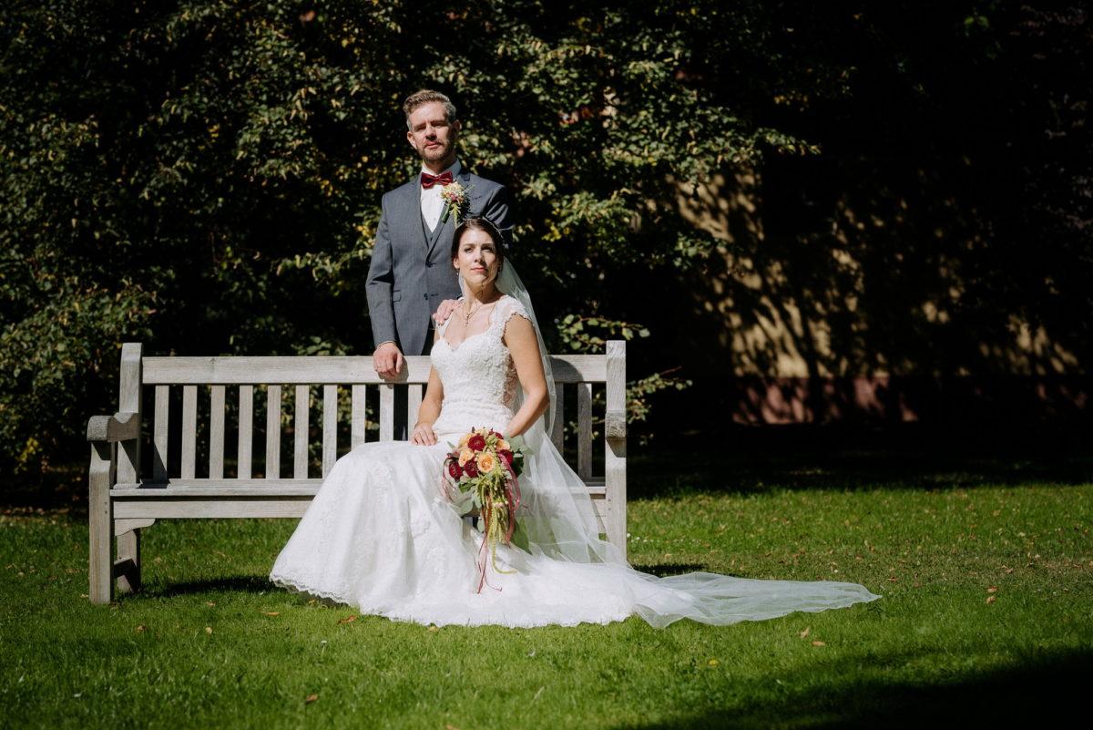 Aristokratische Hochzeitsbilder, Brautpaar, Hofgut Hünersdorff, Wörth Main, gestellte Bilder