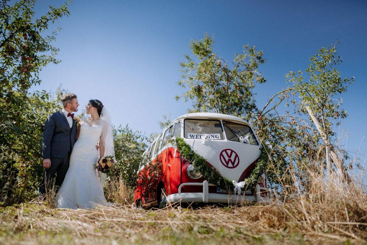 Hochzeitspaar, Brautpaar, Hochzeitsfotos, VW Bulli, Paarfotos