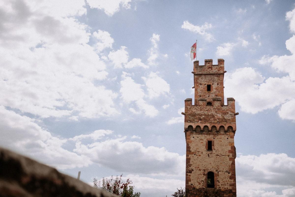 Hochzeitsfotografie, Turm, blauer Himmel, Wolken