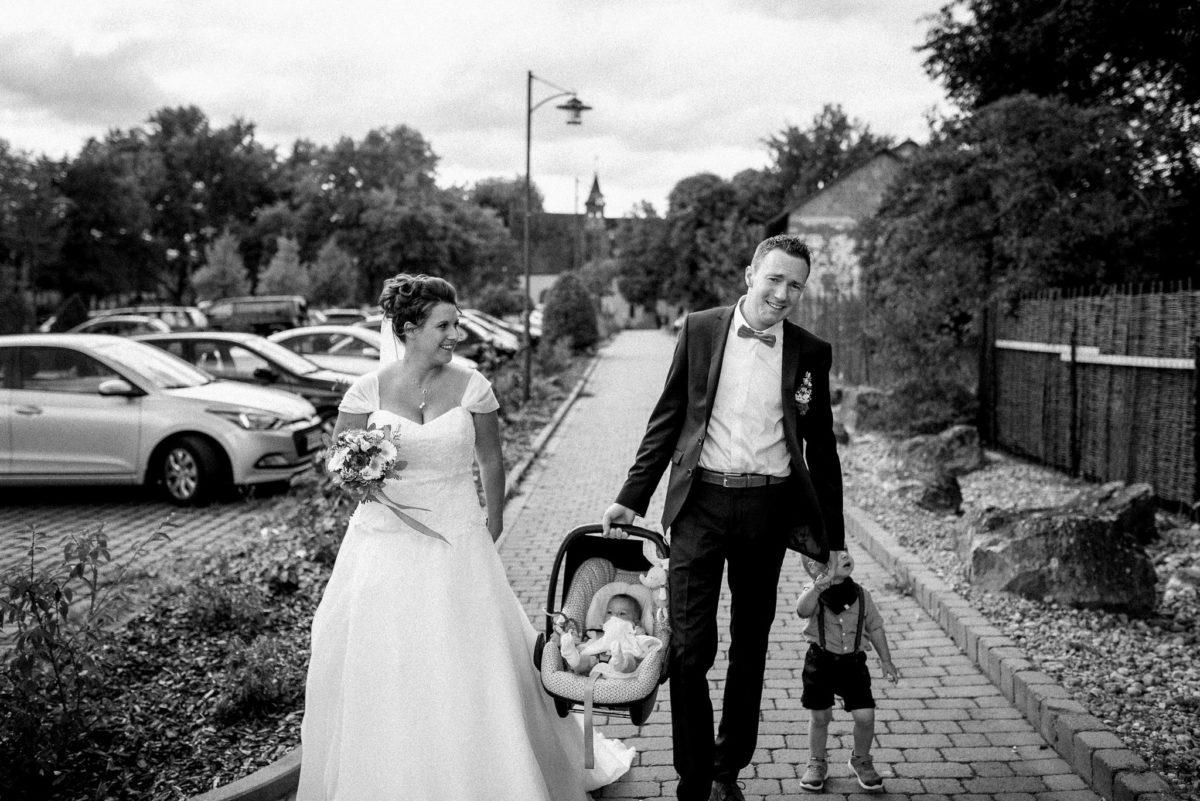 heiraten, Hochzeitsfotografie, Brautpaar, Brautkleid, Kinder